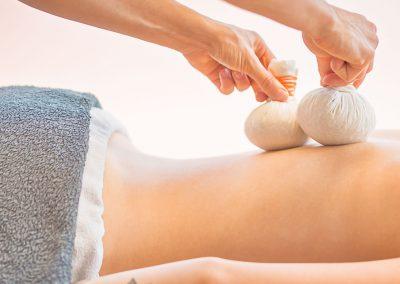Kräuterstempel Massage Kosmetikschule Döpfer